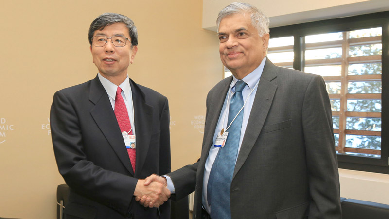 Prime Minister Ranil Wickremesinghe yesterday met ADB Chairman Takehiko Nakao on the sidelines of the World Economic Forum in Davos, Switzerland. Picture by Saman Mendis