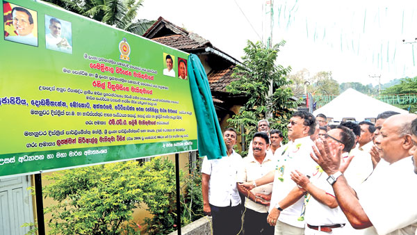 39 unp slfp supporters should get together to build country 39 daily news - Houses romanias political leaders ...