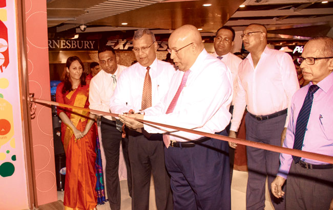 Hayleys Group Chairman Mohan Pandithage with  Mabroc Teas (Pvt) Ltd.  Managing Director Niran Ranatunge opening the Bubble Tea Outlet.