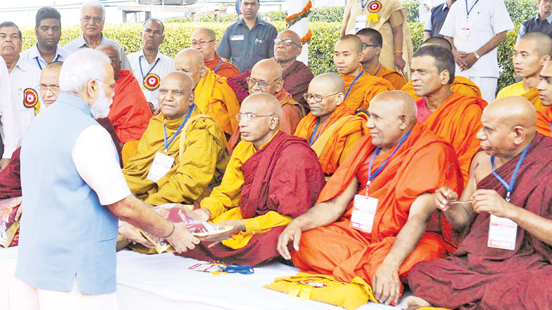 Indian PM exchanges greetings with SL monks