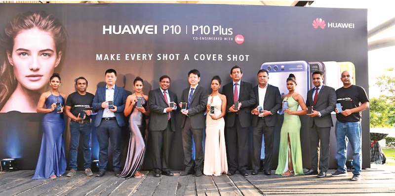 Introducing the flagship Huawei P10 and P10 Plus smartphones to Sri Lanka - Huawei Device Sri Lanka Marketing Manager Ruwan Gamage and Country Head Henry Liu, Singer Sri Lanka PLC Group CEO Asoka Pieris, Huawei Sri Lanka CEO Shunli Wang, Singer Sri Lanka Marketing Director Kumar Samarasinghe, Dialog Axiata Group Chief Technology Officer Pradeep De Almeida, Singer Sri Lanka Senior Brand Manager Sahan Perera and Huawei Device Sri Lanka General Manager Kalpa Perera.