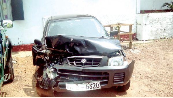 Two cars collide in Dehiwala