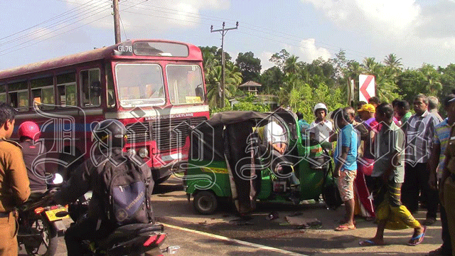 Three wheeler-bus collision injures three in Habaraduwa