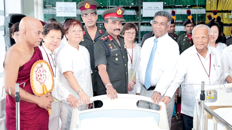 Singaporean donors gift medical accessories to Colombo Army Hospital