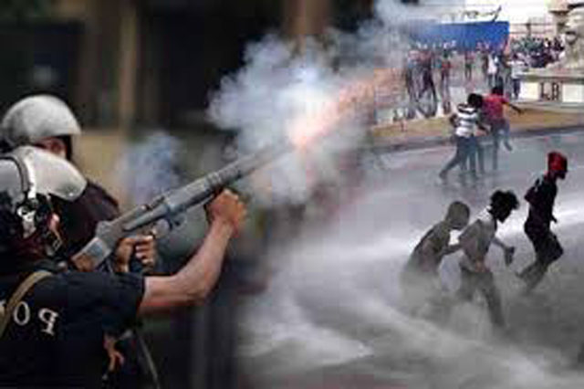 Tear gas used on IUSF protesters at Town Hall