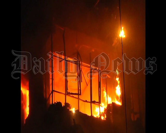 Fire erupts in electric shop at Marawila