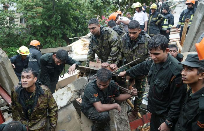 Army engage in Wellawatte rescue operations