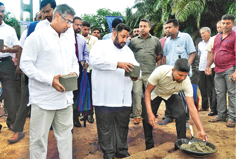 Provincial Councils and Local Government Minister Faizer Musthapha and Ports and Shipping Affairs Deputy Minister Nishantha Muthuhettigama laying the foundation stone for a project in Galle.