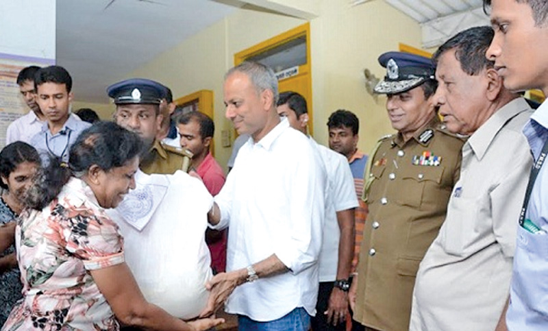 Sri Lanka Police distributed dry rations to the people