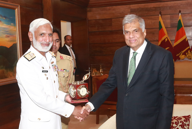 Pakistani Naval Staff Admiral holds discussions with Premier Wickremesinghe