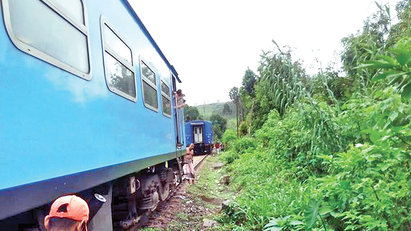 Badulla express train detaches from engine