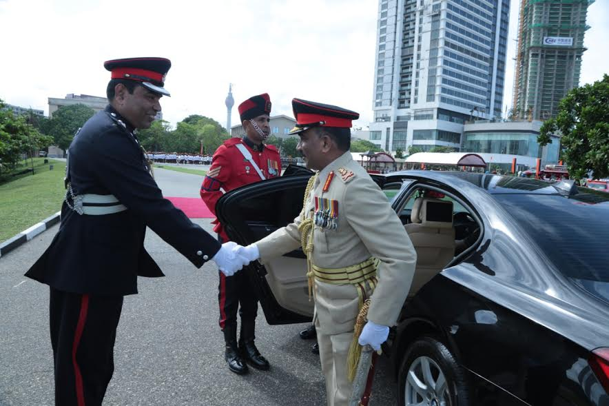 New Army General Crishanthe De Silva greeted with honour