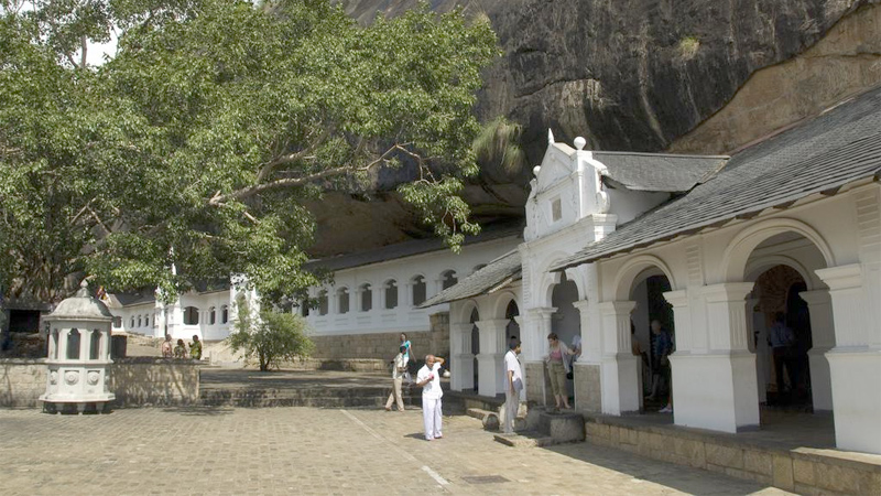 Rangiri Dambulla temple temporarily closed for conservation work
