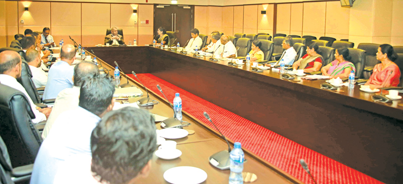 TUs hold discussion with Minister Samaraweera