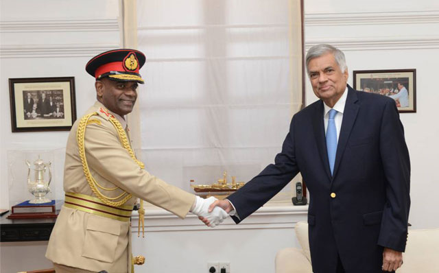 Prime Minister meets with Army Commander