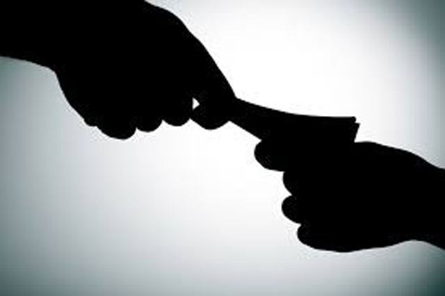 Police officer nabbed receiving bribe