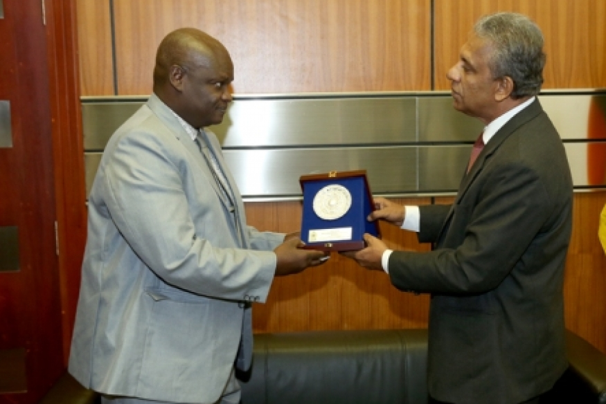 Senegalese Defense Advisor meets Defense Secretary