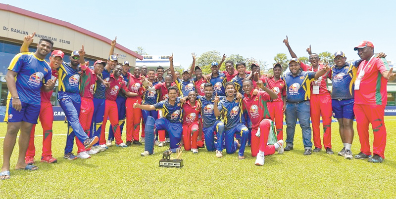 Victorious BMS, Sri Lanka (blue) team with their counterparts National University of Science and Technology (NUST), ZImbabwe team.
