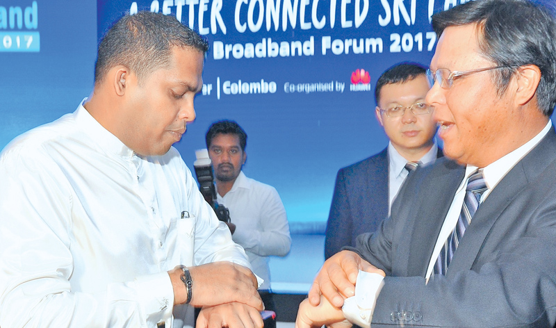 Telecommunication and Digital Infrastructure Minister Harin Fernando andChinese Ambassador to Sri Lanka, Yi Xianliang at the Broadband Forum