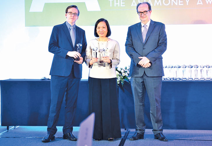 Helen Wong, Group General Manager of HSBC Group and Chief Executive for Greater China, The Hongkong and Shanghai Banking Corporation Limited, with the Best Overall International Bank for BRI award at Asiamoney Awards 2017 in Beijing, China