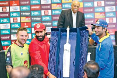 The best batsman's trophy, named after legendary Pakistan batsman Hanif Mohammad (Crystallized cricket bat) is unveiled by Karachi Kings' captain, the legendary Sri Lankan batsman Kumar Sangakkara (extreme right), Lahore Qalandars captain and batsman Brendon McCullum and Islamabad United's captain and batsman Misbahul Haq.