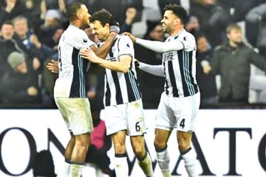 West Bromwich Albion's Jonny Evans, Hal Robson-Kanu and Salomon Rondon celebrates their second goal scored by Gareth McAuley in the Premier League match against West Ham United at London Stadium on Saturday.