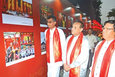 Megapolis and Western Development Minister Patali Champika Ranawaka, Speaker Karu Jayasuriya and Chinese Ambassador to Sri Lanka Yi Xianliang viewing the exhibits.