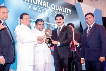 Director/CEO of ABM M Ramachandran receiving the award from President Maithripala Sirisena.