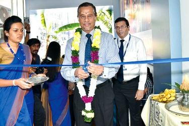 Union Bank Director and  CEO Indrajit Wickramasinghe, opening the relocated branch in Pettah, while Mokken Sivapalan Manager, Union Bank Pettah Branch looks on.