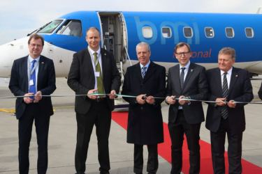 bmi regional CCO Jochen Schnadt and dignitaries from Graz welcome the first flight to Austria.