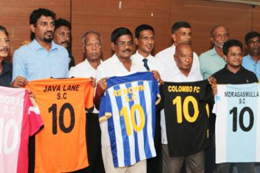 City League President R. Puvanendran and officials  holding the officials jerseys