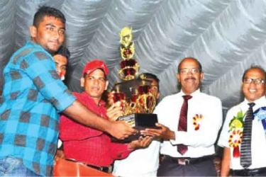The captain of Kamar House receiving the trophy from Sports Deputy Minister and SLMC Deputy Leader H. M. M. Harees
