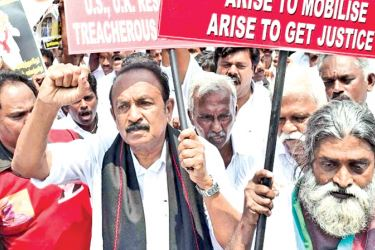 Vaiko protesting at Nungambakkam, India