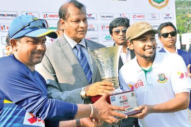 Sri Lanka captain Rangana Herath and his counterpart from Bangladesh Mushfiqur Rahim share the Joy Bangla Cup after receiving it from Sri Lanka Cricket secretary Mohan de Silva. The two-match series was drawn 1-all. Pictures by Susantha Wijegunasekera