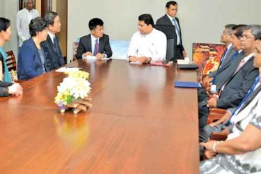 Minister Gayantha Karunatileka in discussion with Chinese representatives