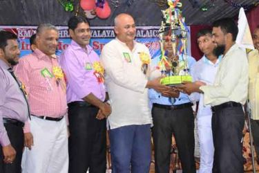Eastern Province Health, Indigenous Medicine, Social Services, Probation Child Care and Rural Electrification Minister A.L.M.Nazeer giving away the trophy to the  captain of Orchid House  Picture by I.L.M.RIZAN, Addalaichenai Central Correspondent)