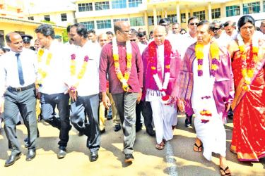 Health Minister Dr. Rajitha Senaratne, Northern Provincial Governor Reginald Cooray and others walk to the hospital.
