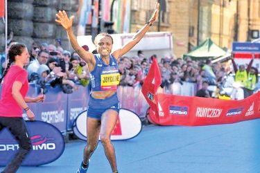 Joyciline Jepkosgei beat the record set by  compatriot Peres Jepchirchir by 14 seconds