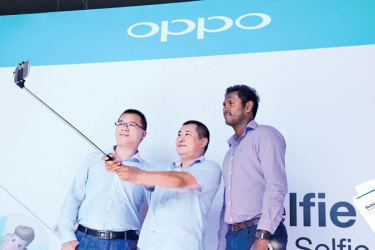 Sri Lanka cricket captain Angelo Mathews with OPPO Sri Lanka CEO, Tom Zou at the first sale held at the K-Zone, Ja- Ela last Saturday.Picture by Chinthaka Kumarasinghe
