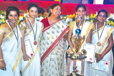 Saiva Mangayar Kalaham Hindu Ladies College participants with with their Principal, Sainivasani.