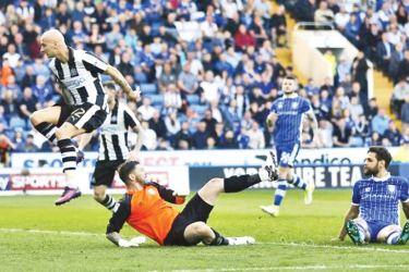 Jonjo Shelvey of Newcastle United scores his team's first goal in the Sky Bet Championship match against Sheffield Wednesday at Hillsborough on Saturday.