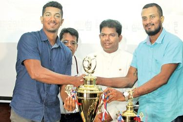 The two skippers of Katana Combined and Debagama Rantharu teams pose for a picture with the champions trophy. Mass Media and Parliamentary Reforms Minister Gayantha Karunathilaka and Director, Legal of ANCL Sirimevan Dias are also in the picture.   Picture by Ruwan de Silva