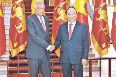 Prime Minister Ranil Wickremesinghe with Vietnamese Prime  Minister Nguyen Xuan Phuc following bilateral talks between  the two leaders at the President's House in Hanoi.