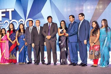 Officials of Unilever receiving the Capital Management Award.