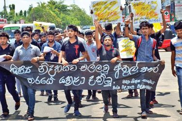 Students of the Anuradhapura University of Science and Technology participating in the protest campaign. Picture by Anuradhapura Central Group Corr.