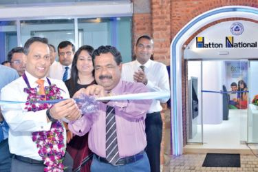 Sidath Wijeratne, Chief Digital Officer HNB, opening the new customer centre.  Gemunu Senanayake, CEO Trace Expert City, Chiranthi Cooray, Chief Human Resource Officer, Nirosh Perera, Assistant General Manager  Network Management, Dhammike Dissanayake, Senior Regional Head – Colombo Region, Neil Rasiah, Senior Regional Head  Greater Colombo Region of HNB  is in the picture.