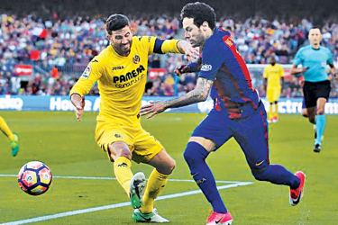 Barcelona's Neymar and Villarreal's Mateo Musacchio in action.