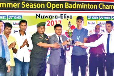 Men's Open Singles champion Buwaneka Gunathilake receiving the trophy
