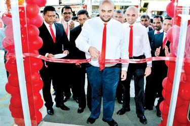 Saurabh Udeshi, Director, Chinese Dragon Cafe (Pvt) Ltd, opening the new branch at Nugegoda.