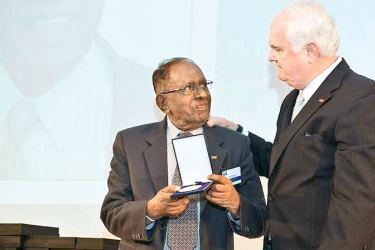 Packaging Development Centre Chairman, Dharmatilake Ratnayake  receiving the Global Lifetime Achievement Award.
